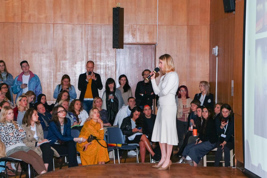 Ольга-Пысина,-бренд-маркетинг-директор-универмага-«Цветной»-вещает