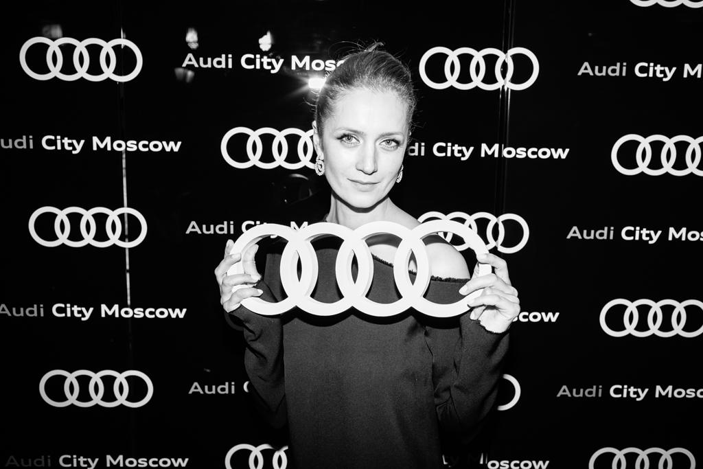 Виктория-Исакова-на-открытии-Audi-City-Moscow
