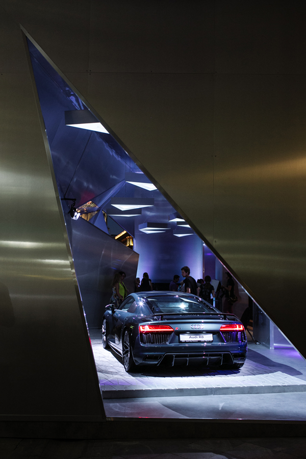 Audi-City-Moscow.-R8